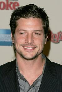 Simon Rex at the Us Weekly and Rolling Stone Oscar Party.