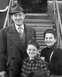 Alec Guinness, his wife and son, Matthew at London Airport.
