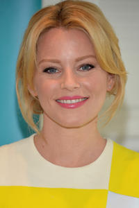 Elizabeth Banks at the 2nd Annual Listerine 21-Day Challenge in Inglewood, CA.