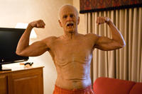 Johnny Knoxville as Irving Zisman in