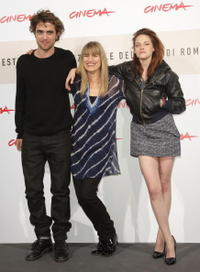 Robert Pattinson, Director Catherine Hardwicke and Kristen Stewart at the photocall of