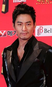 Ju Jin-mo at the 6th Korean Film Awards.