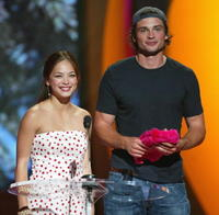 Kristin Kreuk and Tom Welling at the 2004 Teen Choice Awards.