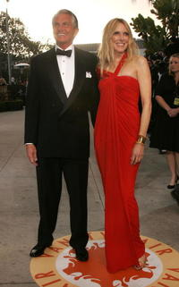 George Hamilton and Alana Stewart at the 2007 Vanity Fair Oscar Party.