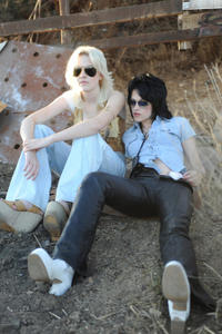 Dakota Fanning as Cherie Currie and Kristen Stewart as Joan Jett in