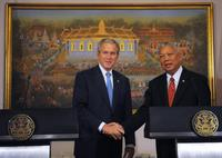 President George W. Bush and Prime Minister Samak Sundaravej at the joint statement in the Purple Room of the Government House.
