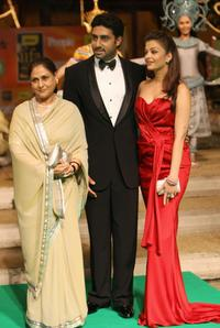 Jaya Bachchan, Abhishek Bachchan and Aishwarya Rai-Bachchan at the International Indian Film Academy (IIFA) Awards 2008 ceremony.