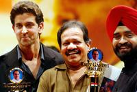 Hrithik Roshan, Machindra Kambli and Charan Singh Sapra at the Rajiv Gandhi Award 2004.