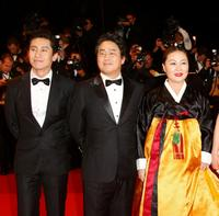 Shin Ha-kyun, Chan-Wook Park and Kim Hae-Sook at the premiere of