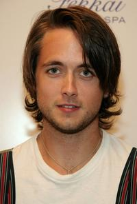 Justin Chatwin at the Frederic Fekkai and Victoria's Secret