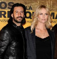 Jose Maria Yazpik and Charlize Theron at the photocall of