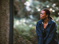 Aisha Tyler as detective Wallis in