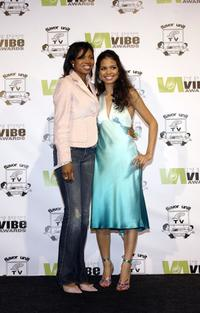 Jennifer Freeman and her mother at the 2004 Vibe Awards.