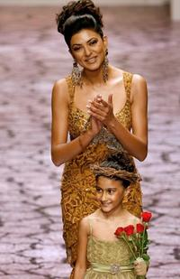 Sushmita Sen and her daughter Renee at the Lakme Fashion Week.