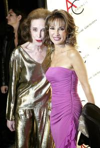 Helen Gurley Brown and Susan Lucci at the 2004 ACE Awards.