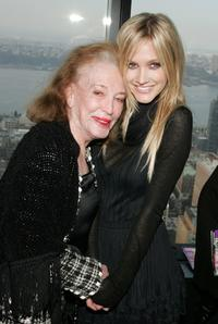 Helen Gurley Brown and Ashlee Simpson at the 2007 CosmoGIRL! Born to Lead Awards.