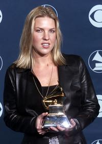 Diana Krall poses with her Grammy won for Best Jazz Vocal Performance.