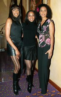 Rhona Bennett, Terry Ellis and Cindy Herron at the 2004 Soul Train Music Awards Nominations.