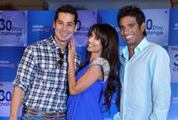 Dino Morea, Malaika Arora Khan and sports star Ritwik Bhattacharya at the Gillette Mach3 30 Day Challenge in Mumbai.