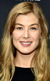 Rosamund Pike at the red carpet for