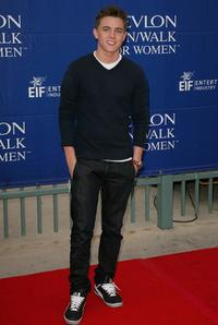 Jesse McCartney at the 15th Annual EIF Revlon Run/Walk For Women.
