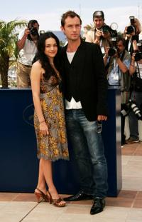 Norah Jones and Jude Law at the photocall of