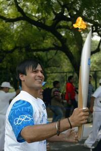 Vivek Oberoi at the Athens 2004 Olympic Torch Relay.