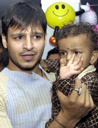 Vivek Oberoi at the function to open the 2004 Rose Day, a day dedicated to cancer patients.