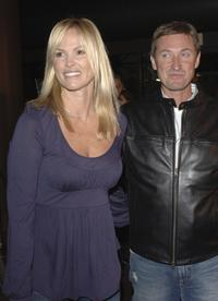 Janet Jones and Wayne Gretzky at the world premiere of