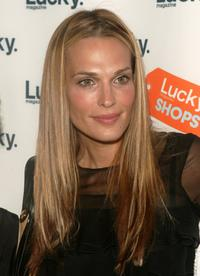Molly Sims at the 3rd annual Lucky Shops event to benefit Baby Buggy.