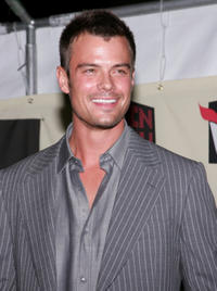 Josh Duhamel at the VH1 Big in 04 in Los Angeles, California.