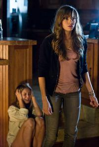 Julianna Guill as Bree and Danielle Panabaker as Jenna in