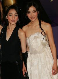 Zhou Xun and Li Bingbing at the 25th Hong Kong Film Awards.
