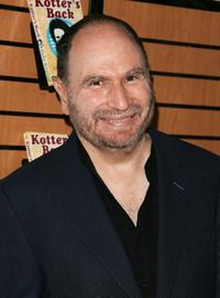 Gabe Kaplan at the Barnes and Noble to promote his new book