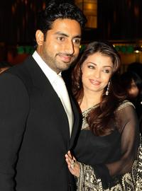 Abhishek Bachchan and Aishwarya Rai Bachchan at the world premiere of