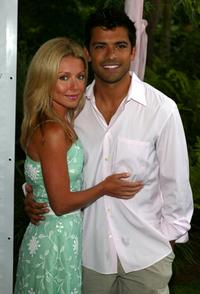 Kelly Ripa and Mark Consuelos at the 5th Annual Art For Life Benefit.