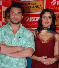 Sohail Khan and Kareena Kapoor at the event for the Make a Wish Foundation, as part of the forthcoming Hindi film 'Main aurr Mrs.Khanna'