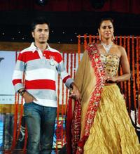 Vikram Phadnis and Sameera Reddy at the celebrations for the fifteenth Anniversary of Gitanjali Jewellery.
