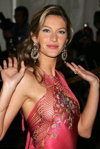 Gisele Bundchen at the Metropolitan Museum of Art Costume Institute Benefit Gala: Anglomania.