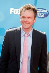 Joel McHale at the American Idol Season 7 Grand Finale.