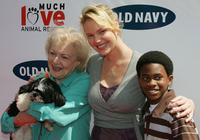 Betty White, Katherine Heigl and Malcolm David Kelley at the Old Navy's Kicks Off Nationwide Search For New Mascot.