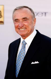 William J. Bratton at the 2008 KCET Visionary Award gala.
