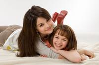 Selena Gomez as Beezus and Joey King as Ramona in