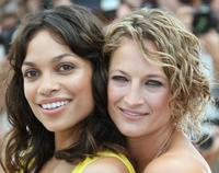 Rosario Dawson and Zoe Bell at the photocall of