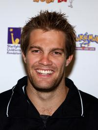 Geoff Stults at the Frankie Muniz HoopLA celebrity charity basketball game.