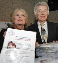 Brigitte Bardot and Franz Weber at a campaign against Seal-Hunting.
