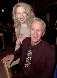Linda Kozlowski and Paul Hogan at the premiere of