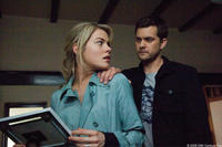 Rachael Taylor and Joshua Jackson in