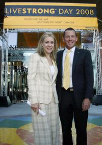 Heather Murren and Lance Armstrong at the Nevada Cancer Institute as part of the Lance Armstrong Foundation's fifth annual Livestrong Day.