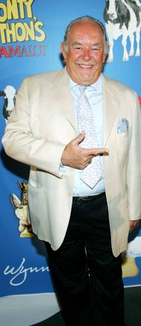 Robin Leach at the premiere of